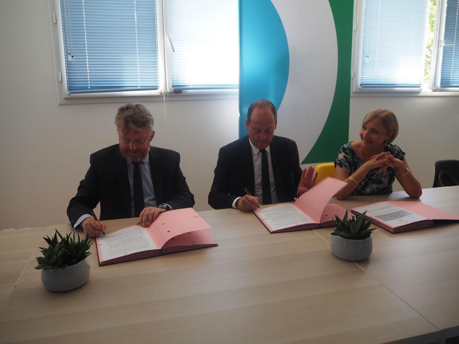 La COBAN et l'Etablissement Public Foncier de Nouvelle-Aquitaine ont co-signé une convention-cadre