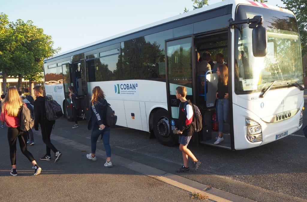 Bus de transport scolaire de la COBAN