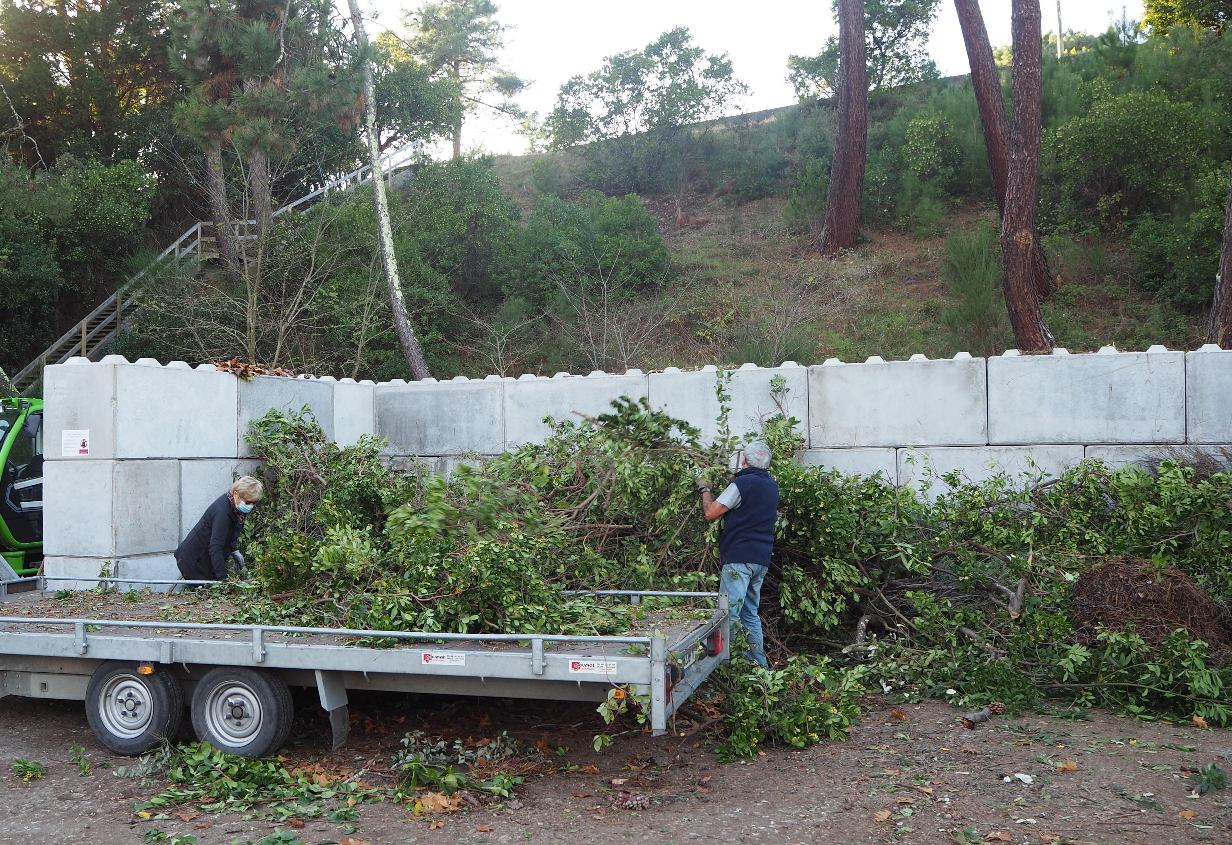Déchèterie temporaire pour déchets verts à La Vigne