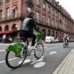 Vélo en couloir cycliste