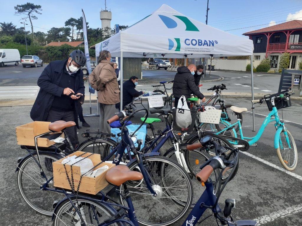 Le marquage vélo sur un stand de la COBAN