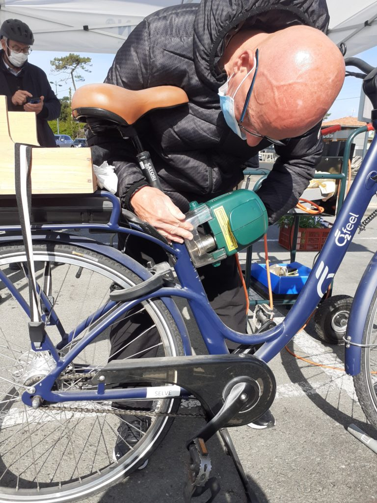 Le marquage vélo par l'association Insercycles